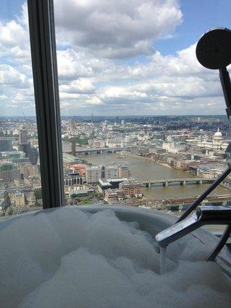 Shangri-La Hotel, At The Shard, London: View from bath tub