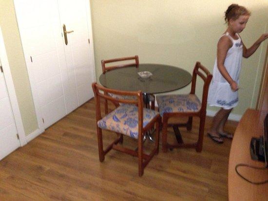 Apartamentos Juan Bravo: Coté sejour
