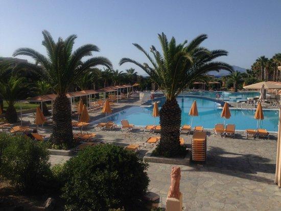 Atlantica Porto Bello Beach: pool by day