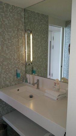 Empire Riverside Hotel : Clean nice sink in the bathroom