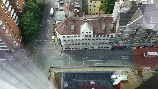 Empire Riverside Hotel : 19 floors up from streetlevel