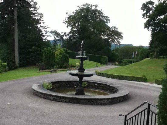 Broadoaks Country House: Fountain
