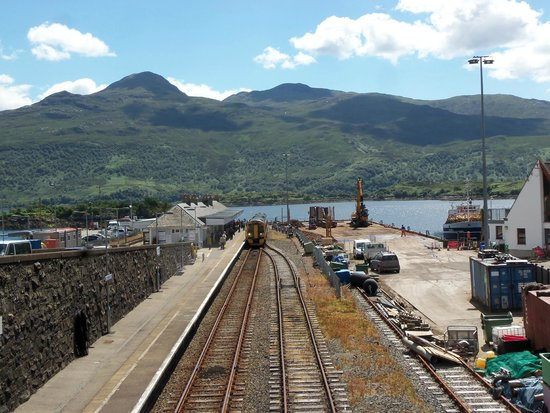 Kyle Line (Inverness to Kyle of Lochalsh) : End of the line at Kyle of Lochalsh