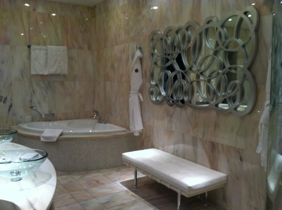Boscolo Budapest, Autograph Collection: Beautiful bathroom