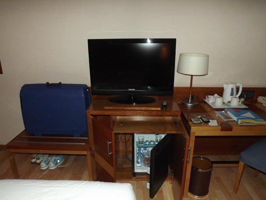 Senator Parque Central Hotel: Habitación con minibar