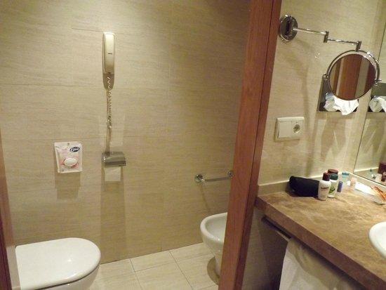 Senator Parque Central Hotel: Baño