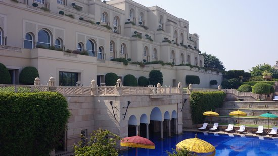 The Oberoi Amarvilas: Pool and View of All Rooms