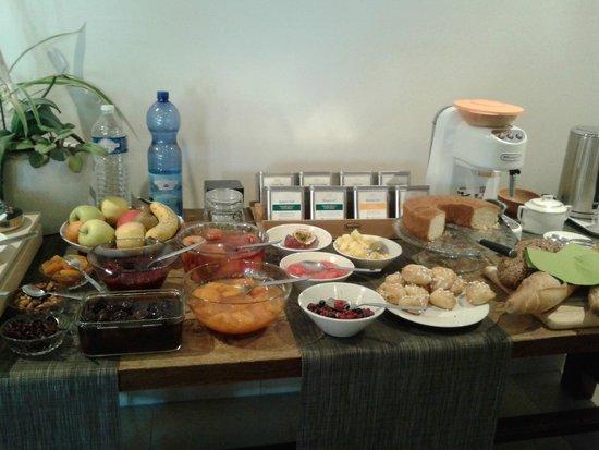 Ame de la Terre : Breakfast table 1