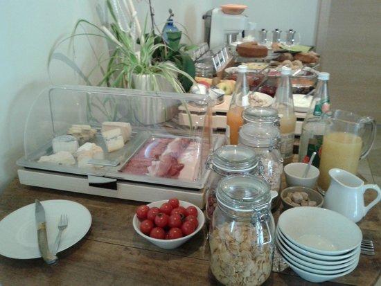 Ame de la Terre : Breakfast table 2