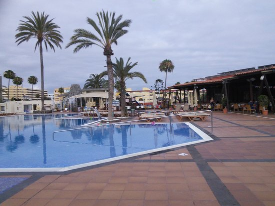 HD Parque Cristobal Gran Canaria : pool and bar