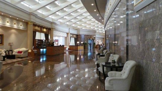 Le Royal Meridien Beach Resort & Spa: Hotel reception area
