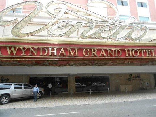 Veneto - A Wyndham Grand Hotel: OUTSIDE BY DAY