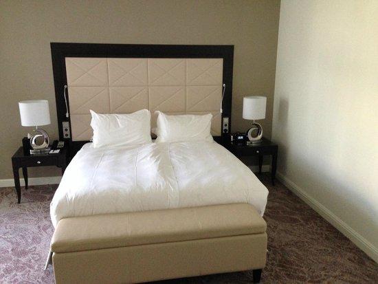 Steigenberger Wiltcher's: King Bed