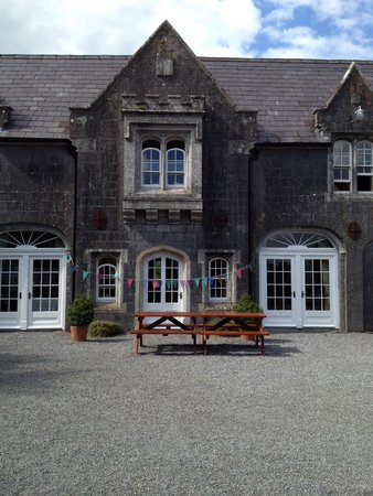 Blanchville House: Lunch in the courtyard