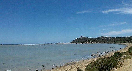 Porto Giunco : Lo stagno e in fondo il mare