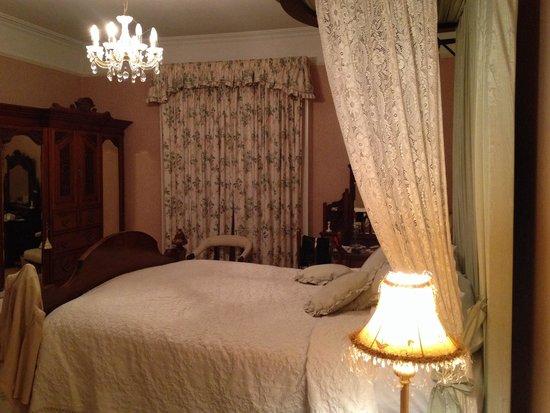 Blanchville House: Main bedroom