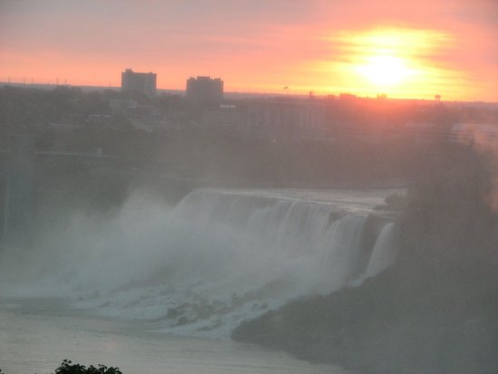 Niagara Falls Marriott Fallsview Hotel & Spa: Sunrise over the US falls taken from our room