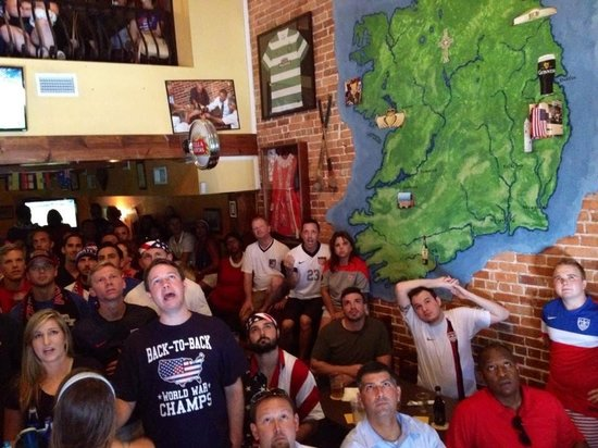 The Harp and Celt Irish Pubs and Restaurant: USA fans watching the USA vs Belgium World Cup Match