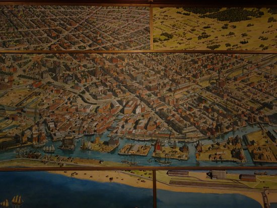 Pearl Street Grill & Brewery: The cool, huge map of Buffalo circa 1880