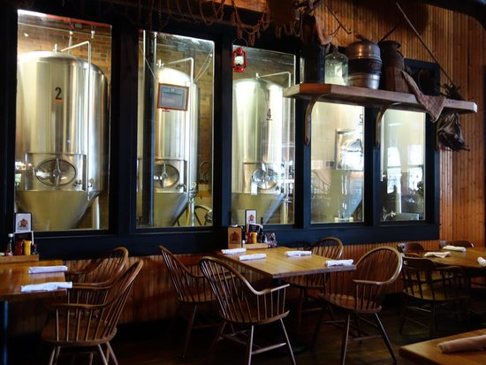 Pearl Street Grill & Brewery: View of the brewing vats from the restaurant area
