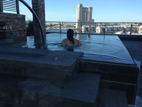 Four Seasons Baltimore: Amazing view from the infinity hot tub