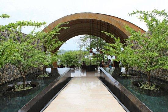 Andaz Peninsula Papagayo Resort: Walking into the main lobby