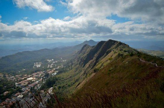Parque Serra Do Curral: Vista sobre a crista da Serra do Curral