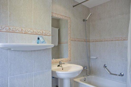 Hostal Residencia Don Diego: Cuarto de baño habitación