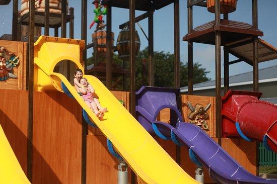 Memories Grand Bahama Beach and Casino Resort : glissades pour enfants