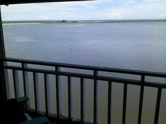 Apalachicola River Inn: View from balcony upstairs