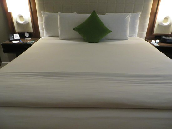 Almond Tree Inn : Comfy bed