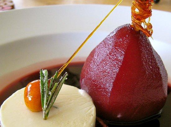 Kilkenny, Ierland: Poached Pear & Rosemary Cream Cheese Ice Cream