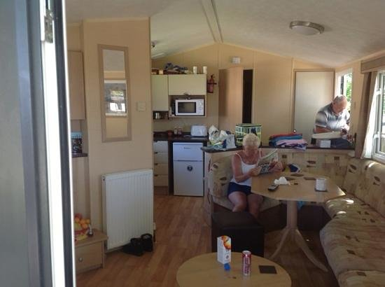 Twitchen House Holiday Village: awesome caravan - very clean and spacious