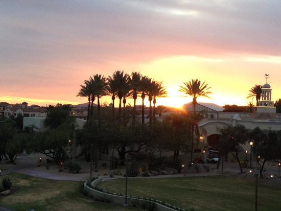 Fairmont Scottsdale Princess: Sunset over the spa