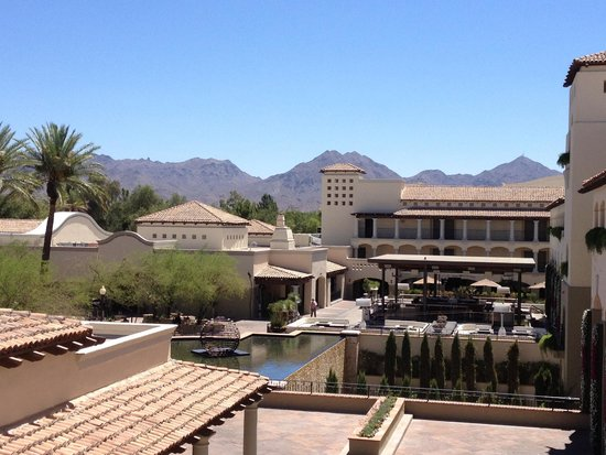Fairmont Scottsdale Princess: Main courtyard near conference center