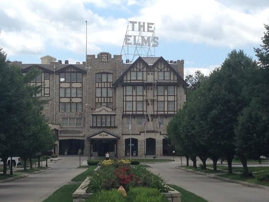 The Elms Hotel and Spa : Front of hotel