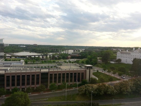 Delta Hotels by Marriott Richmond Downtown: overlooking river