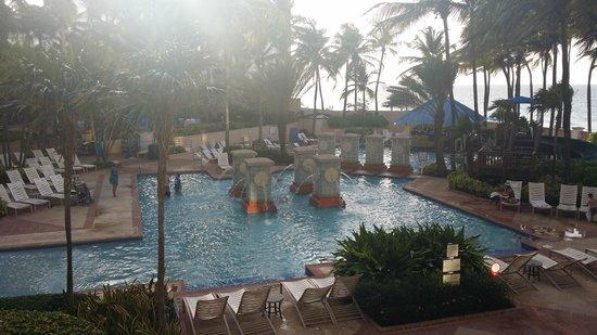 San Juan Marriott Resort & Stellaris Casino: Pool area with swim up bar
