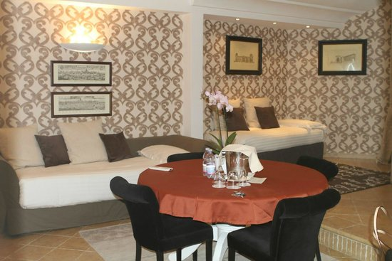 The Inn At The Roman Forum - Small Luxury Hotel : living room