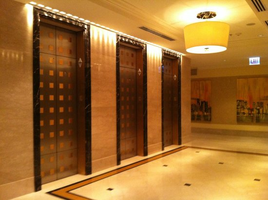 JW Marriott Chicago: Elevators