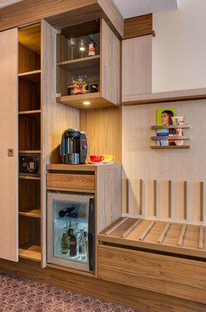 Park Inn by Radisson Koeln City West : Ameneties Superior Room