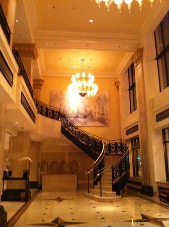 JW Marriott Chicago : Spacious Lobby