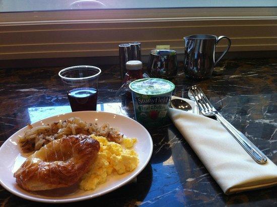 JW Marriott Chicago: Executive Lounge Breakfast