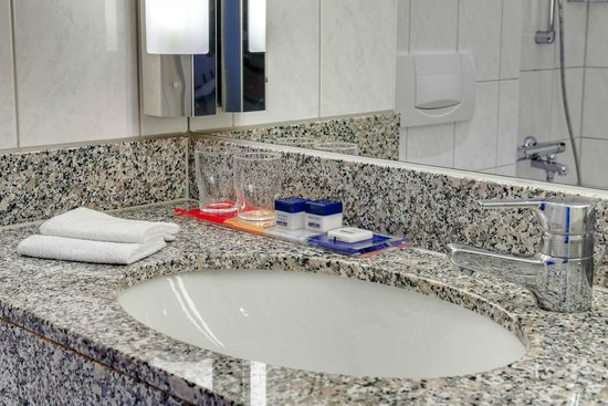 Park Inn by Radisson Koeln City West : Ameneties Bathroom