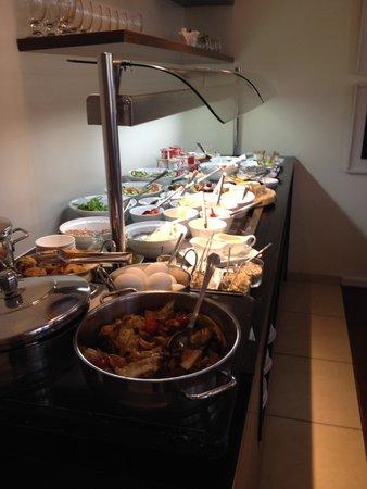 Melody Hotel   Tel Aviv - an Atlas Boutique Hotel: Lavish Breakfast