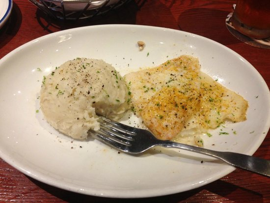 Red Lobster: Lunch - Broiled Flounder and mashed potato