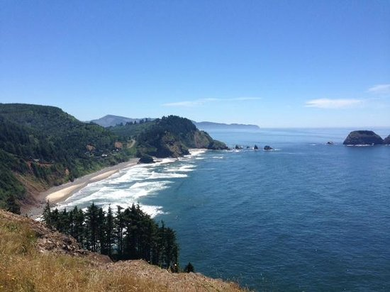 Cape Meares Lighthouse and Wildlife Refuge: view towards 3 capes
