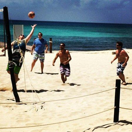 Azul Beach Resort The Fives Playa Del Carmen : volleyball