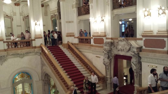 Theatro Municipal De Sao Paulo: Parte da escadaria e acesso aos andares superiores