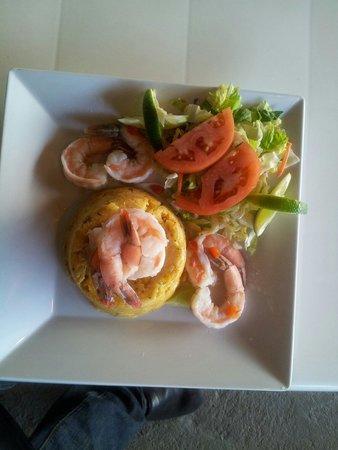 El Nuevo Acuario: Mofongo with white shrimps.